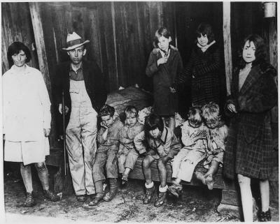 Migrant families pose during the great depression.